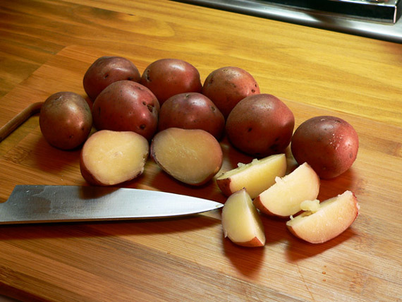 Cut the potatoes into wedges.