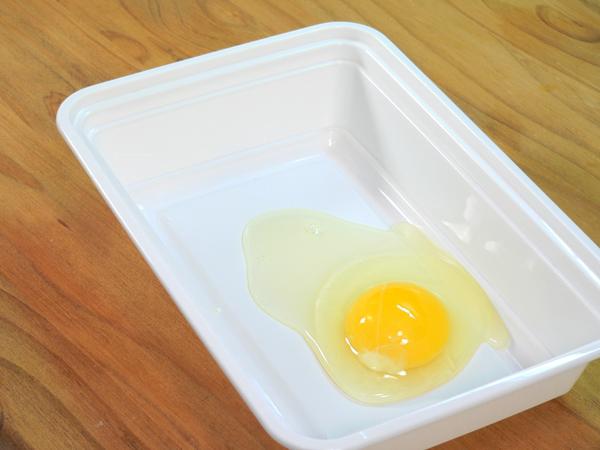 Break an egg into a shallow dish.