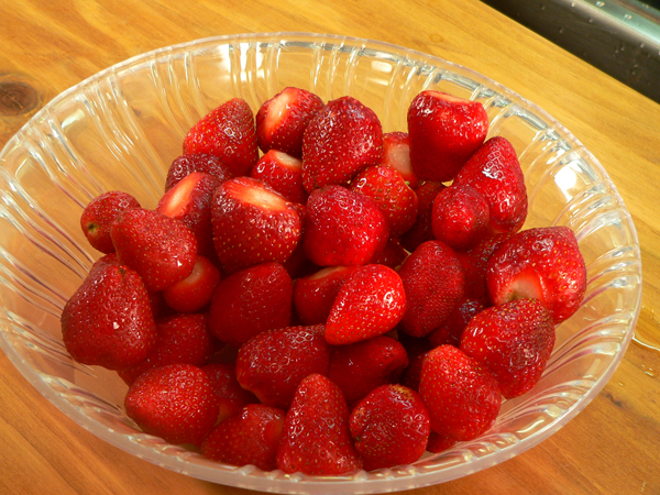 Place the berries in a bowl.