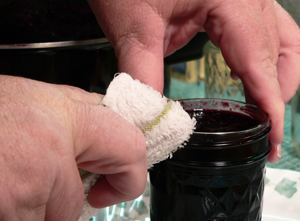 Blueberry Jam, wipe the jar rim.