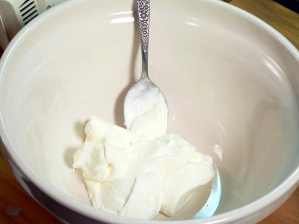 Praline-Apple Bread, add the sour cream.