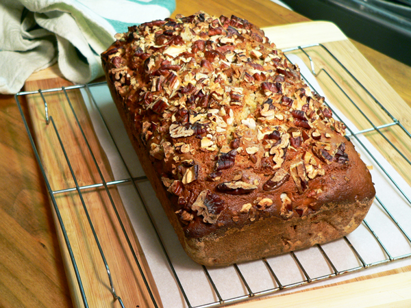 Praline-Apple Bread, remove from pan.