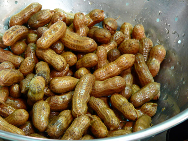 Boiled Peanuts, drain.