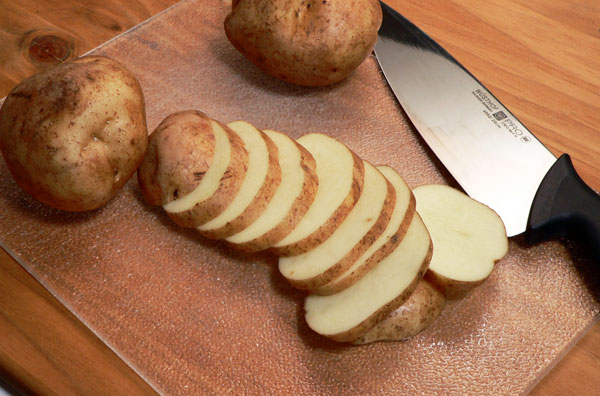 Skillet-BBQ-Chicken_14_slice-potatoes