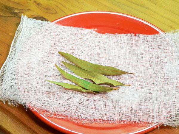 Beaufort Stew Seasoning, bay leaves.