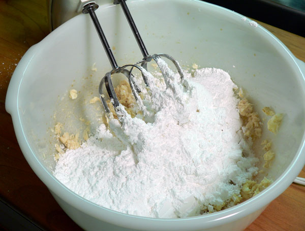 Red Velvet Cake, add sugar.