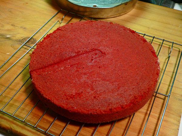 Red Velvet Cake, let the layer cool.