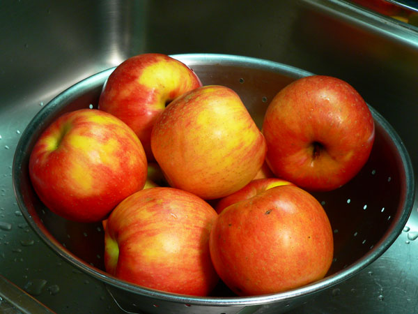 Apple Butter, wash the apples.