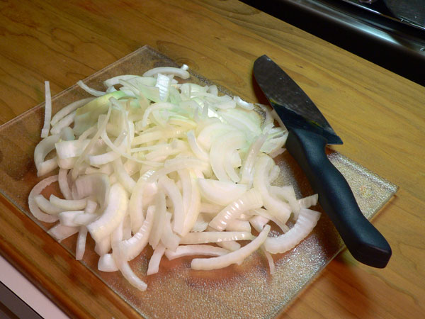 Liver and Onions, slice the onion.