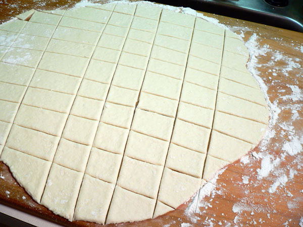 Chicken Pastry, let the dough rest.