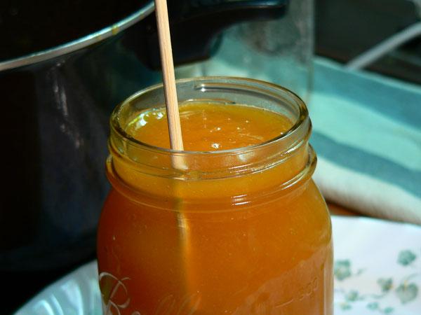 Peach Butter, remove air bubbles.