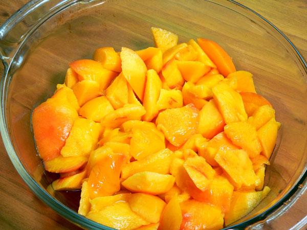 Peach Delight Cobbler, slice the peaches.