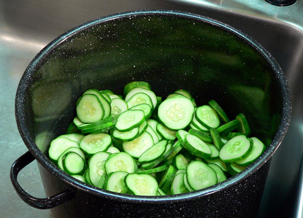 Bread-and-Butter-Pickles, add cukes to large pot.