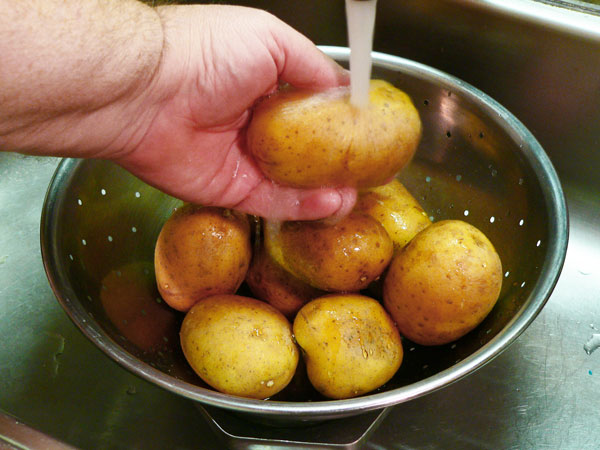 Mashed Potatoes, rinse the potatoes.