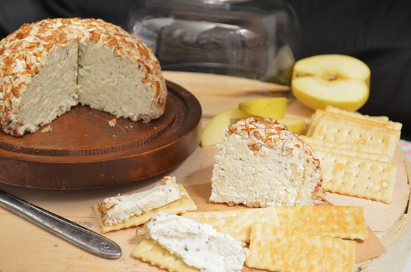 Chicken Cheese Ball, serve with crackers and enjoy!