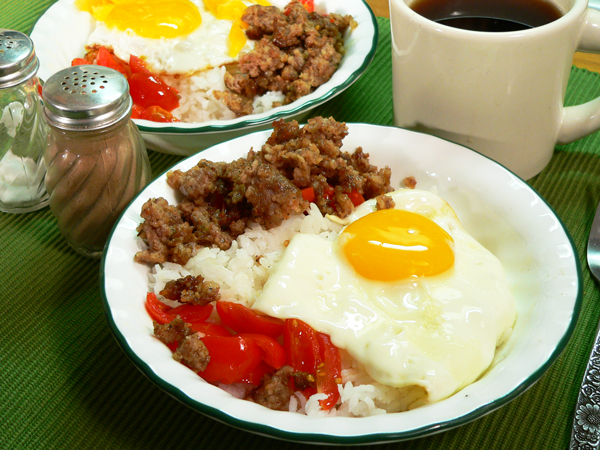 sausage and egg bowl, assemble the bowl.