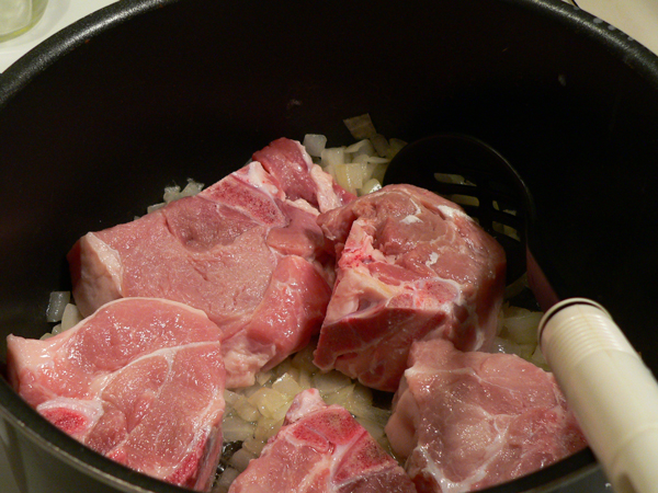 backbone and rice, add the meat to the pot.