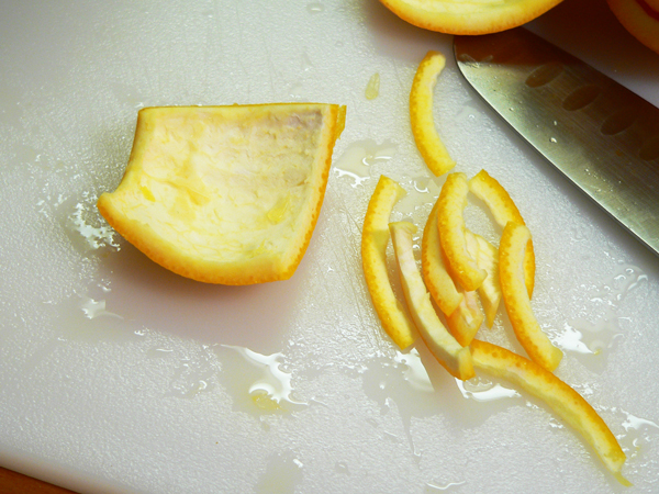 Citrus-Marmalade, slice the rind thinly.