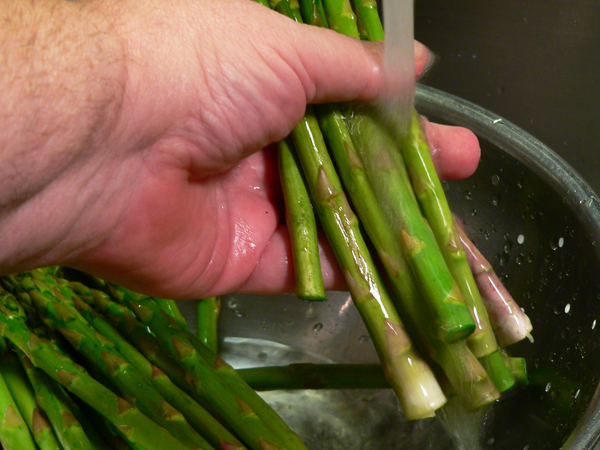 Ham and Asparagus Rollups, wash under cool running water.