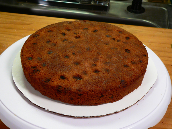 Japanese Fruitcake, position the first layer.