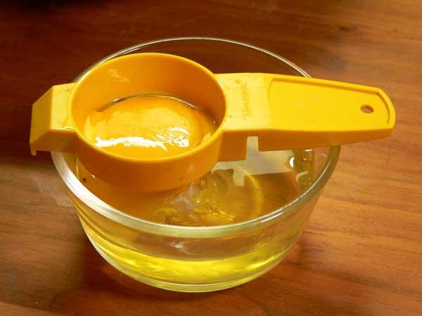 Lemon Cream Pie, separate the yolks.