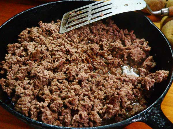 Hamburger Casserole, brown the ground beef.