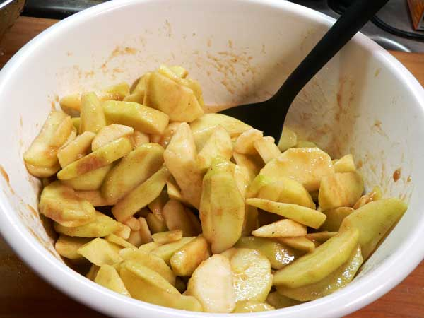 Apple Pie, stir apples in sugar mixture.