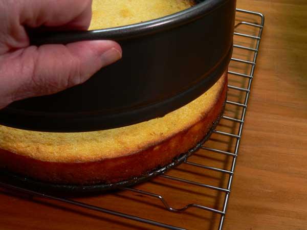 Cornmeal-Ricotta, release the pan.