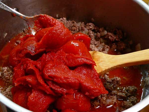 Lasagna, add tomato paste.