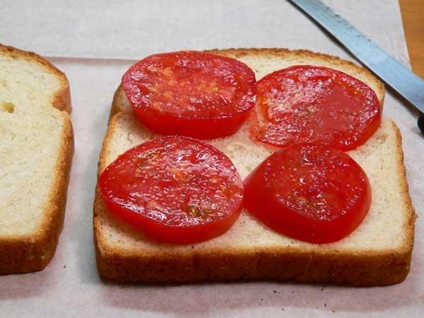 Tomato Sandwich, slice the tomato.