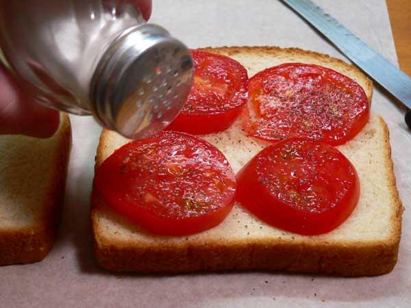 Tomato Sandwich, add salt.