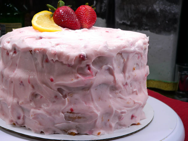 Strawberry Lemonade Cake, decorate.