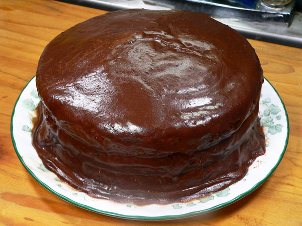 Birthday Cake, add icing to the cake.